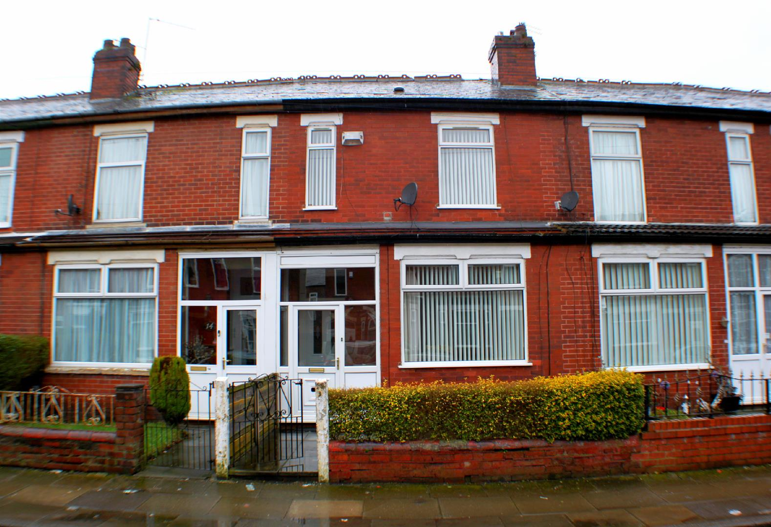 3 Bedrooms Terraced House for sale in Guildford Road, Salford